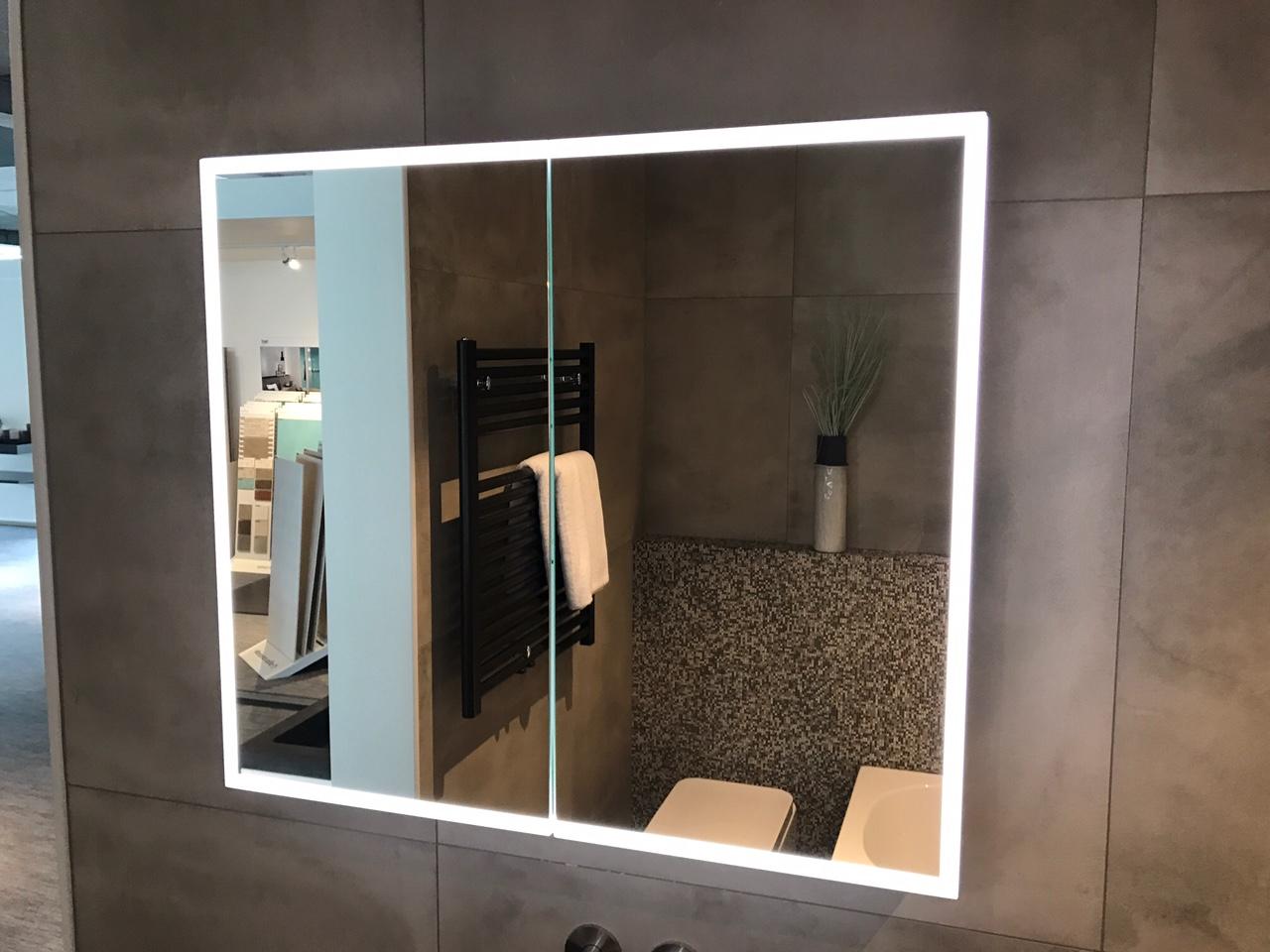 Populair Luxe spiegelkast 60cm met led verlichting en stopcontact volledig JU69