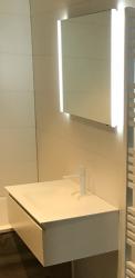 SHOWROOM MODEL Flow badmeubelset mat wit gelakt 80cm met solid surface wastafel en led spiegel 80cm 1208913962